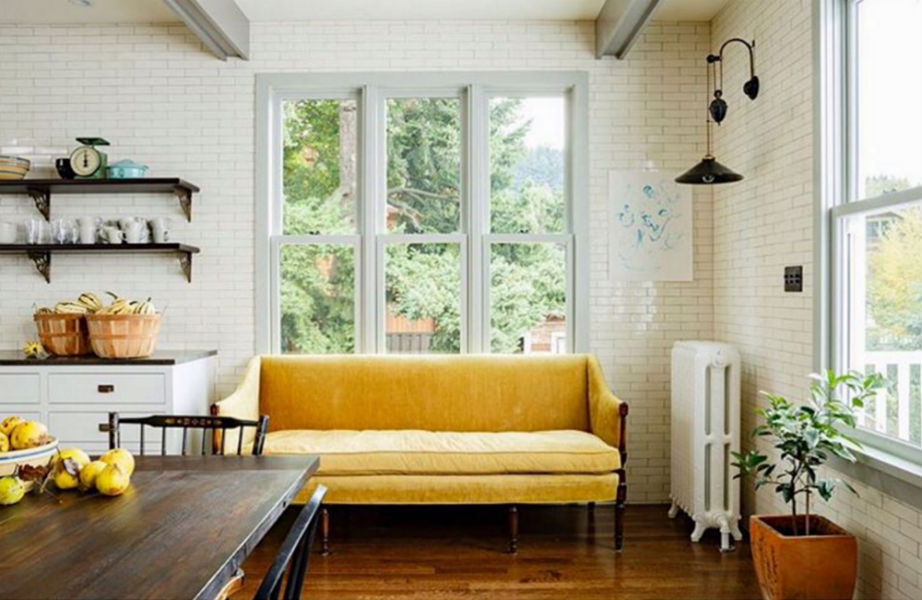 Ναι στον κίτρινο καναπέ.