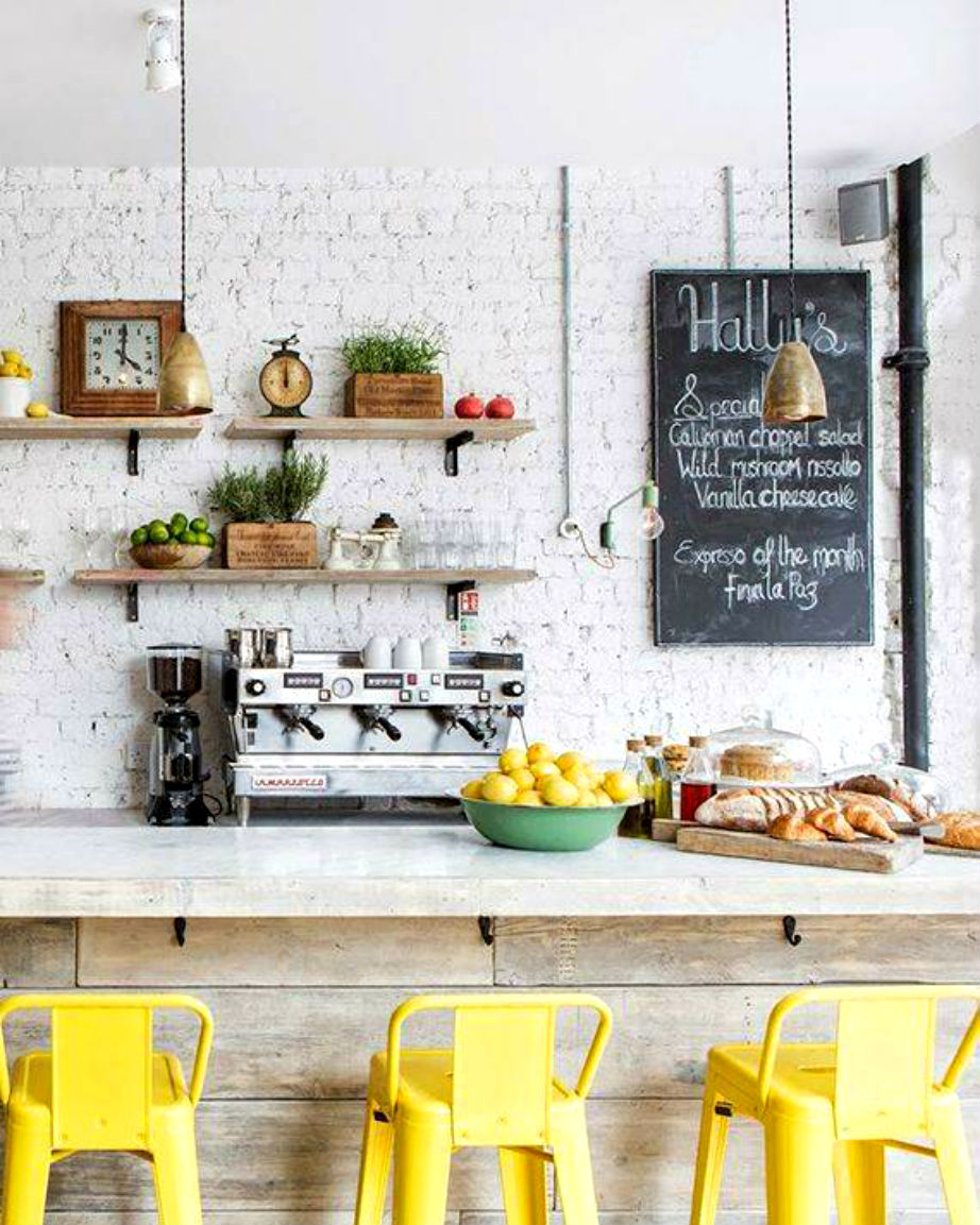 Τα κιτρίνα σκαμπό θα ανανεώσουν την κουζίνα σας στο πι και φι.