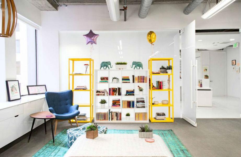 Κίτρινο και στη βιβλιοθήκη!