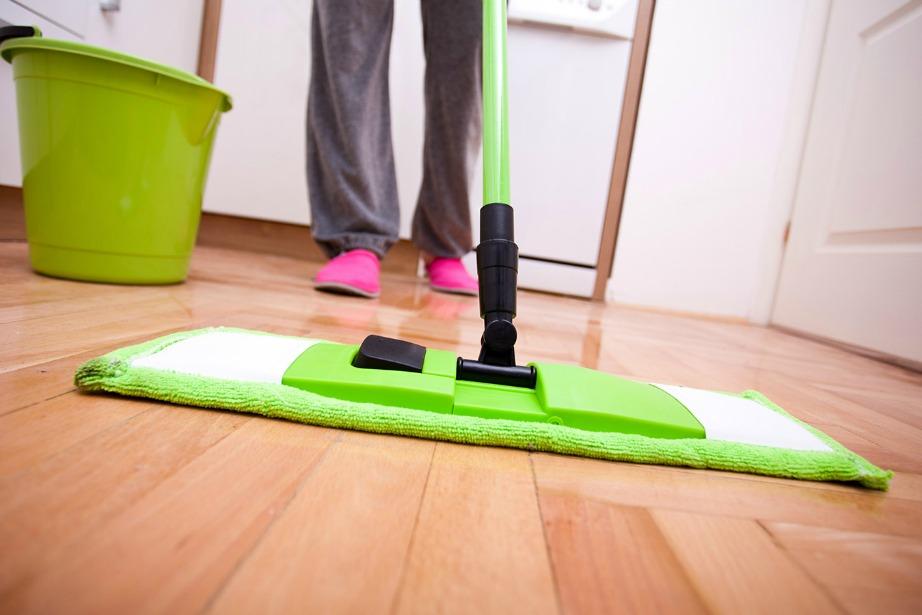 Κάθε βράδυ πριν κοιμηθείτε ελέγξτε την κουζίνα ώστε να μην υπάρχουν ψίχουλα στο πάτωμα ή στους πάγκους.
