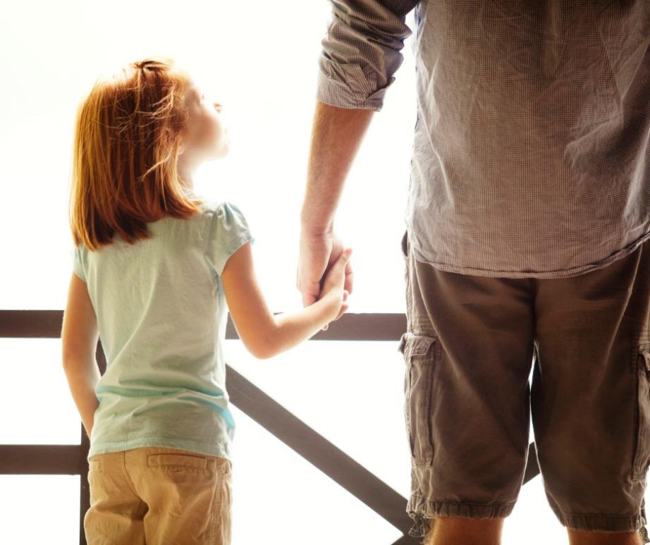 Εμπιστευτείτε τις συμβουλές του μπαμπά σας. Είναι ο μόνος άνδρας στον κόσμο που σας αγαπάει άνευ όρων.