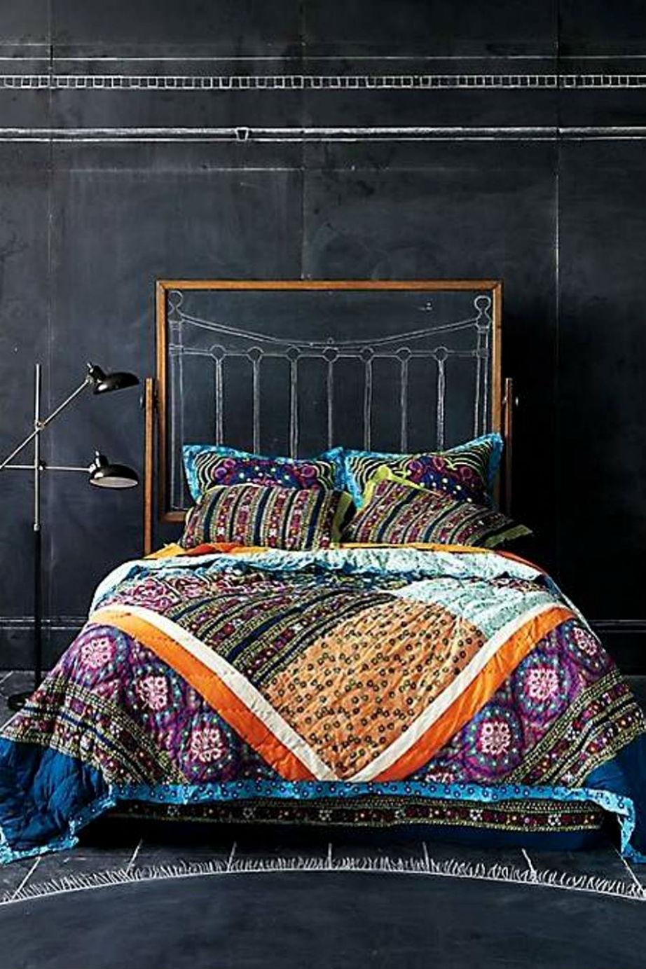 Πιο cool κρεβατοκάμαρα γίνεται; Γίνεται με μπογιά μαυροπίνακα και μπόλικη φαντασία!