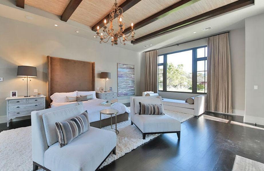 """Το master υπνοδωμάτιο είναι ιδανικό για να """"κοιμήσει"""" μια σταρ του βεληνεκούς της Spears."""