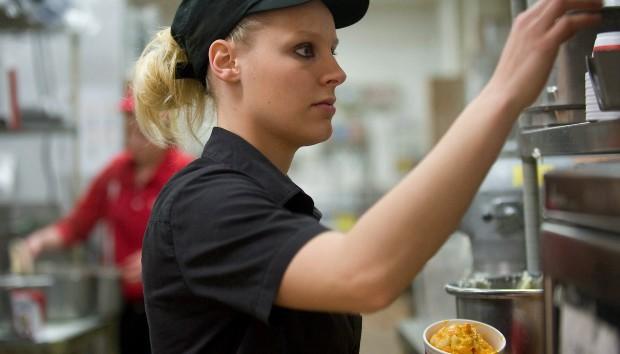 Υπάλληλοι Fast Food Εστιατορίων μας Λένε τι δεν Πρέπει Ποτέ να Παραγγέλνουμε