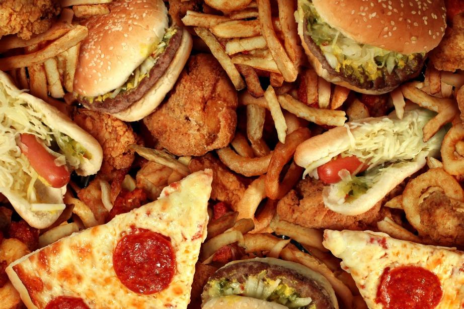 Επειδή το fast food στις μέρες μας είναι δύσκολο να το αποφύγουμε εντελώς, τουλάχιστον δείτε τι μας προτείνουν υπάλληλοι fast food εστιατορίων να αποφεύγουμε όταν παραγγέλνουμε.