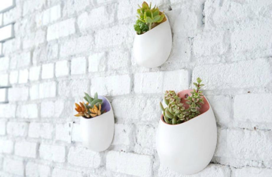 Φτιάξτε 3-4 «τσέπες» από πηλό και διακοσμήστε τον τοίχο σας.