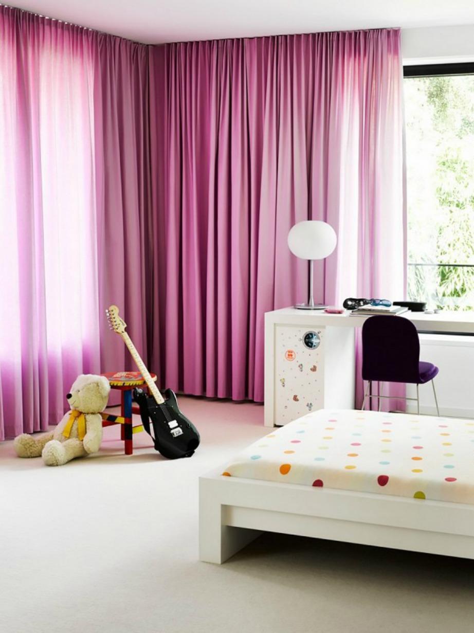 Οι κουρτίνες που ακουμπάνε το ταβάνι και το δάπεδο είναι ιδανικές για κρεβατοκάμαρες και παιδικά δωμάτια.