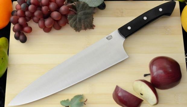 Ακονίστε τα Μαχαίρια σας Πανεύκολα με Αυτό το Κόλπο