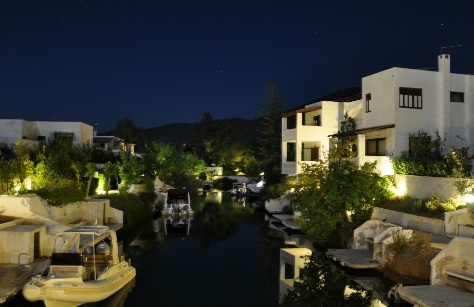 Η περιοχή αρχικά δεν είχε κάποιο ιδιαίτερο φυσικό κάλλος. Σήμερα όμως είναι ένα από τα ωραιότερα μέρη της Ελλάδας.