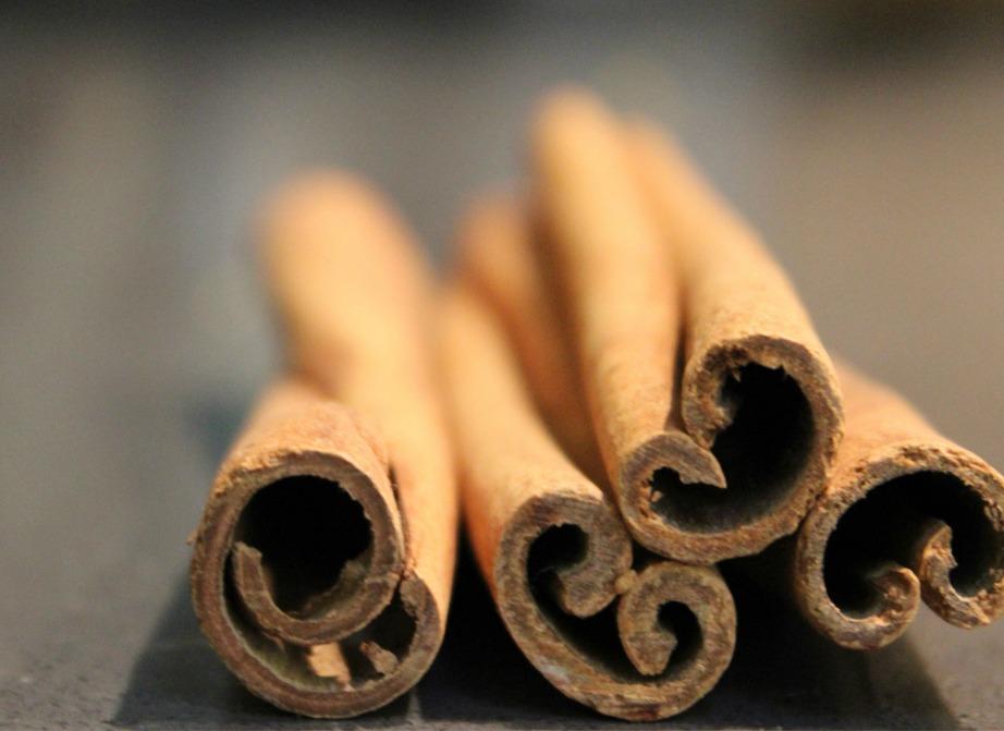 Προσθέστε λίγη κανέλα μέσα στο ξίδι για να μυρίζει πιο όμορφα ο χώρος.