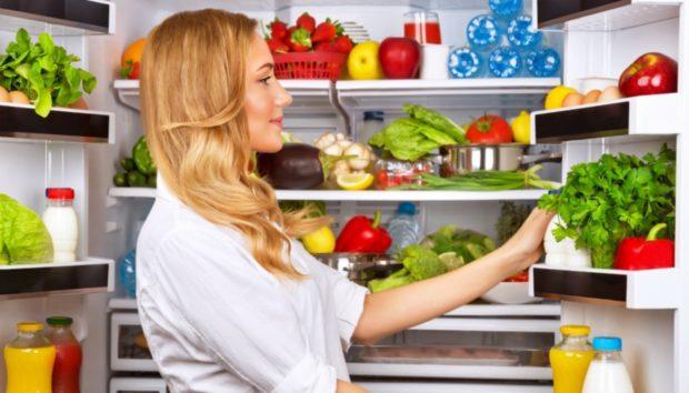 Άσχημη Μυρωδιά στο Ψυγείο: Διώξτε τη μια για Πάντα!