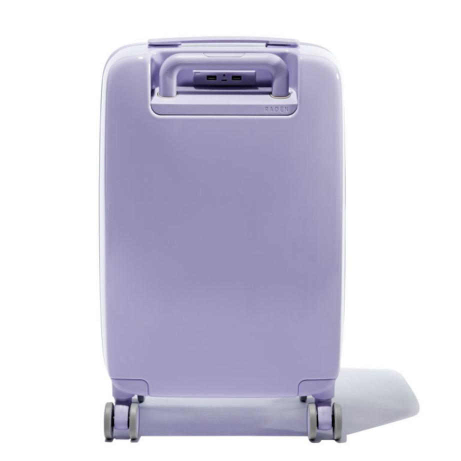 Οι βαλίτσες περιέχουν υποδοχές για να φορτίζεται όλες τις ηλεκτρονικές σας συσκευές.
