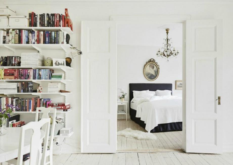 Βάψτε στο ίδιο χρώμα δωμάτια που επικοινωνούν μεταξύ τους για να φαίνονται πιο ενιαίοι και μεγάλοι οι χώροι.