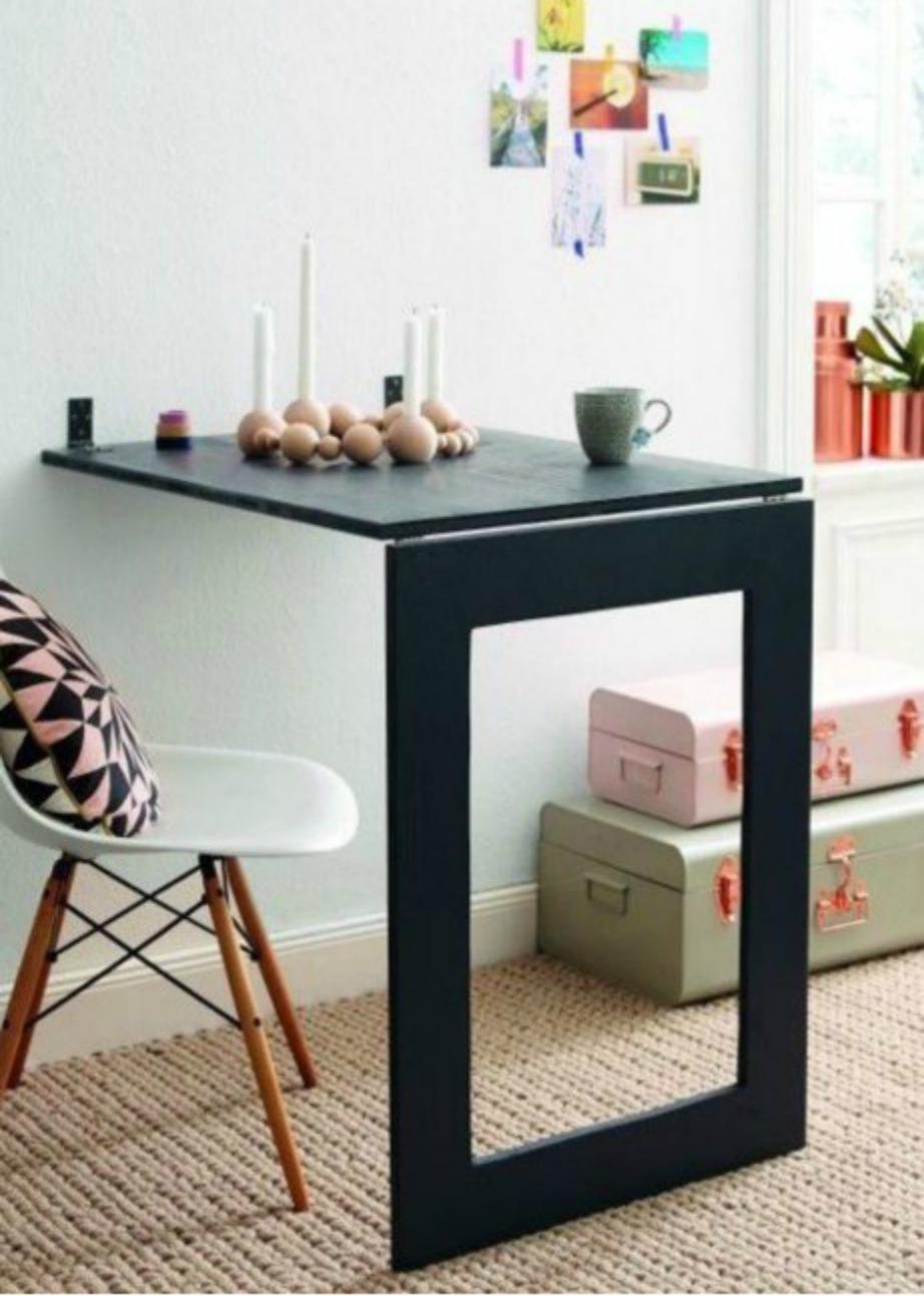 Βάλτε κάτω από την επιφάνεια του τραπεζιού καθρέφτη ή μια εκτύπωση που σας αρέσει.