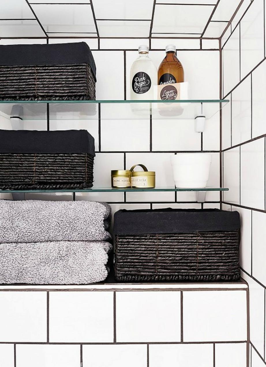Με την κατάλληλη διακόσμηση αυτά τα τετράγωνα πλακάκια μπορεί να αναβαθμίσουν κατά πολύ την εικόνα του μπάνιου σας.