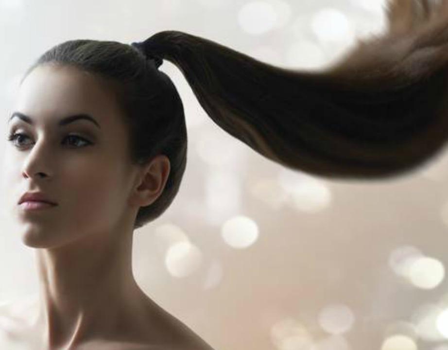 Τιθασεύστε τα μαλλιά που πετάνε.