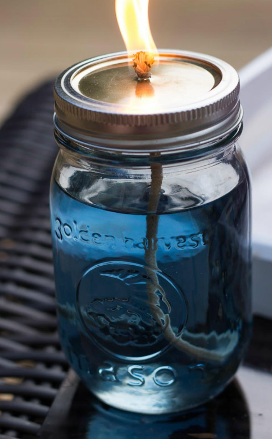 Φτιάξτε εντομοαπωθητικό μέσα σε βαζάκια.