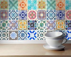 Οι διαφορετικοί χρωματισμοί συνθέτουν ένα ιδιαίτερο και παράλληλα χαρούμενο σκηνικό για την κουζίνα σας.