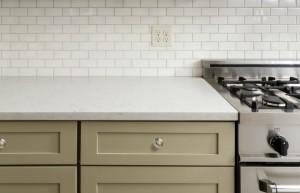 Επιλέξτε μαρμάρινους πάγκους είτε σε λευκές ή ακόμα και σε πιο σκούρες αποχρώσεις.