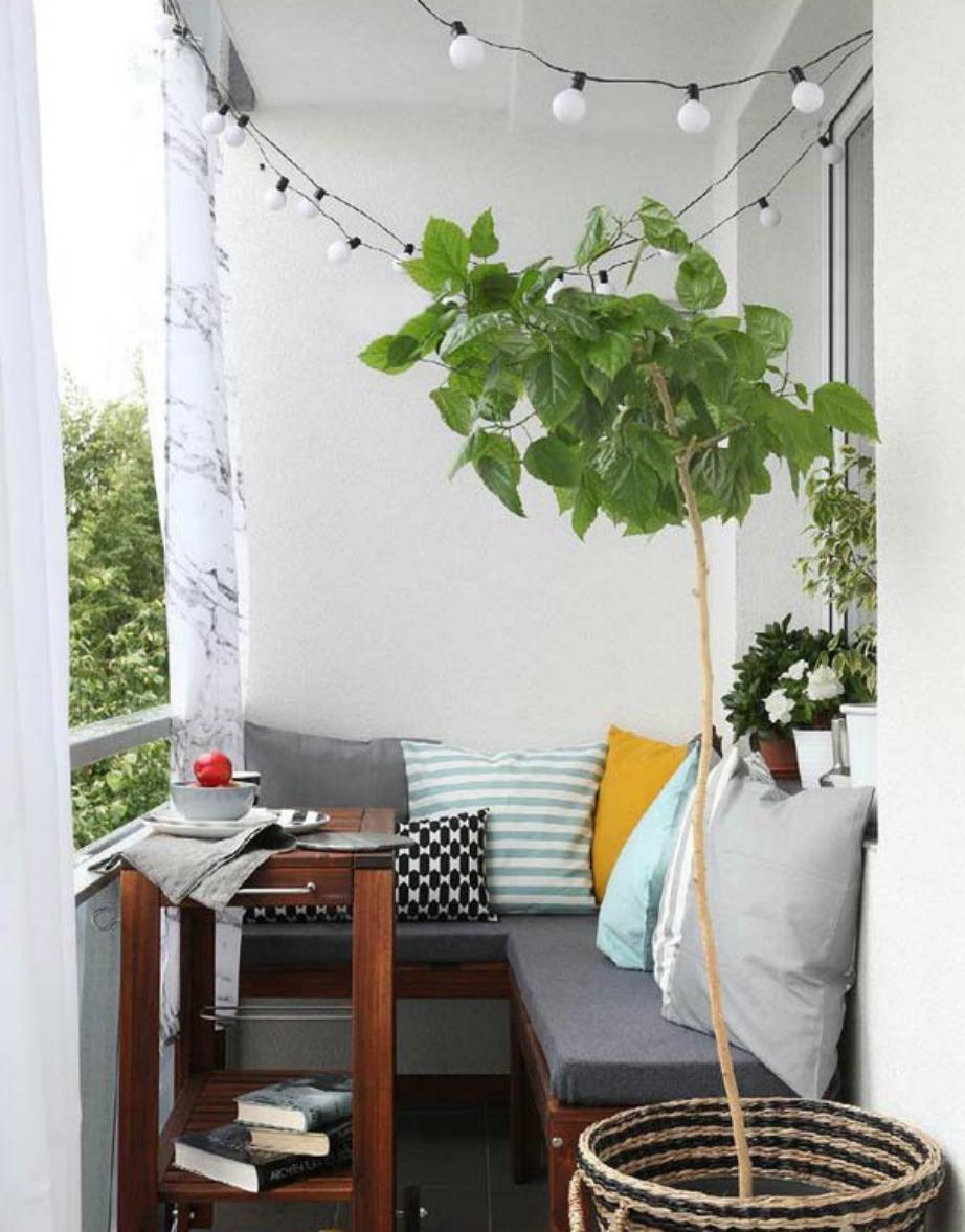 Ένας γωνιακός καναπές ταιριάζει τόσο στο σαλόνι όσο και στο μπαλκόνι σας.