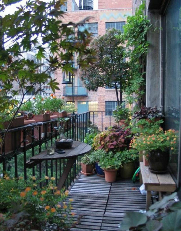 Αν αγαπάτε τη φύση τότε μπορείτε να δημιουργήστε έναν μίνι καταπράσινο παράδεισο στο μπαλκόνι σας.