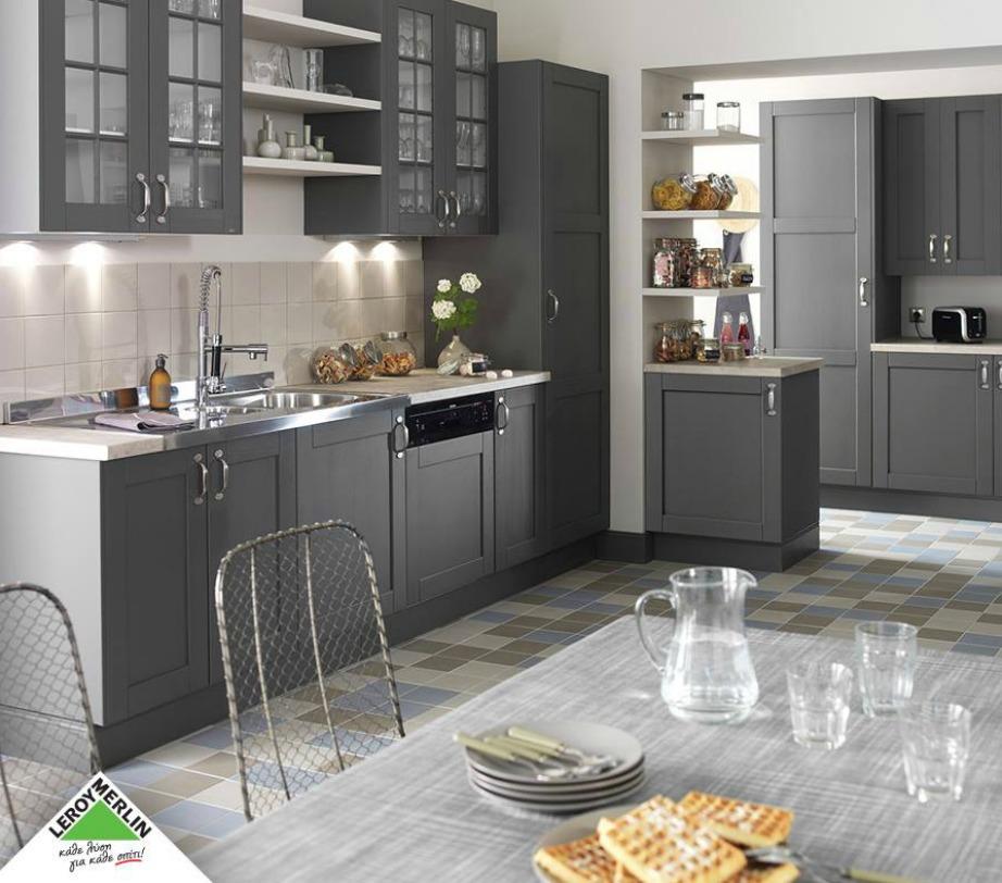 Ο φωτισμός παίζει σπουδαίο ρόλο στην κουζίνα. Βάλτε led λάμπες κάτω από τα ντουλάπια ώστε να μαγειρεύετε με μεγαλύτερη ευκολία.