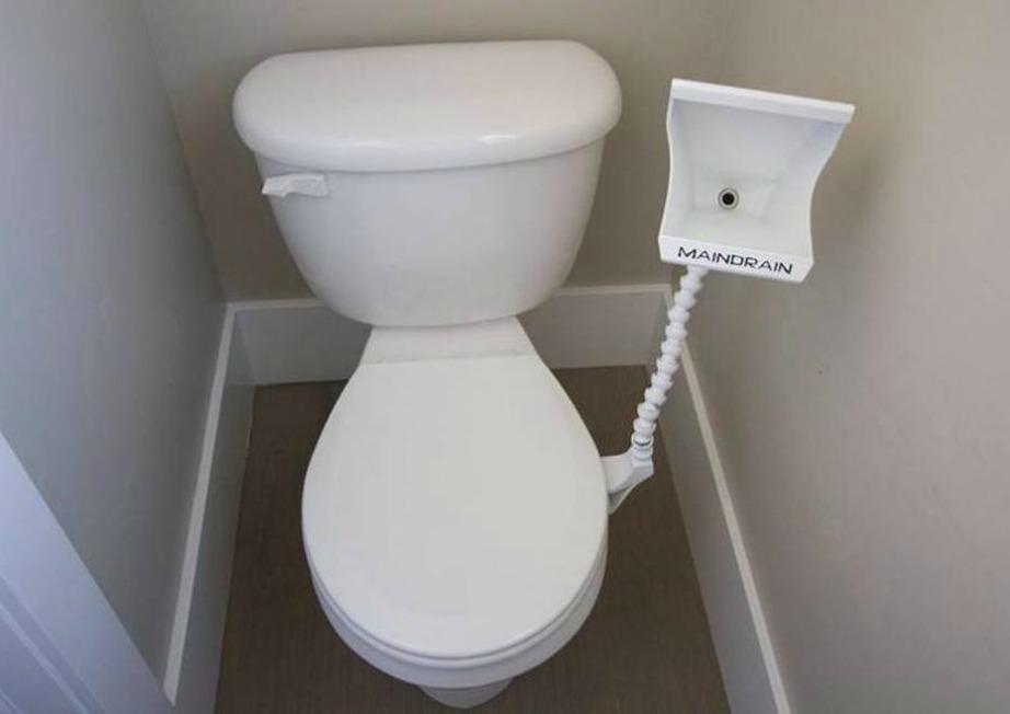Με αυτό το gadget στην τουαλέτα σας δεν θα ξανατσακωθείτε για το καπάκι της τουαλέτας.