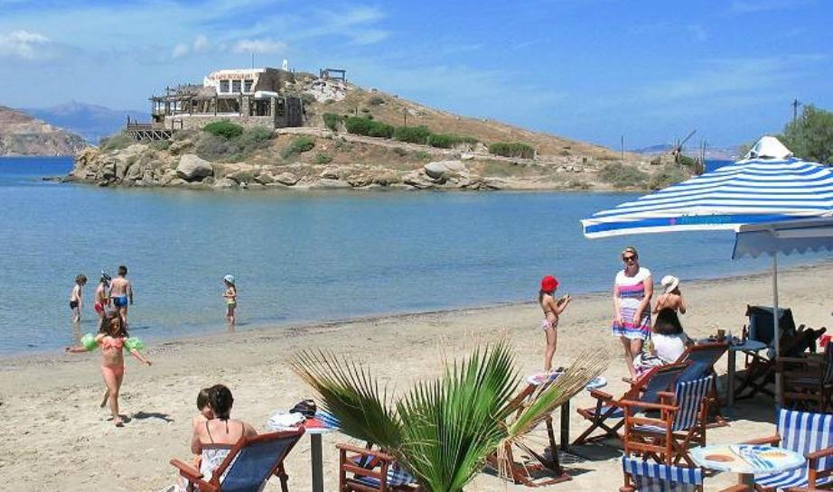 Η παραλία του Αγίου Γεωργίου είναι η πιο πολυσύχναστη της Νάξου.