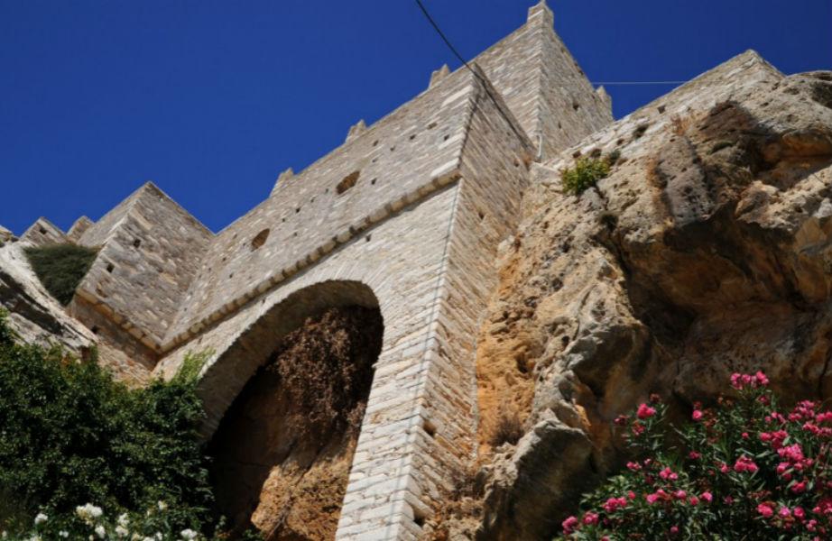 Το πανέμορφο βενετσιάνικο κάστρο της χώρας του νησιού.