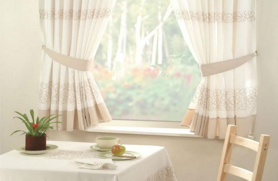Οι κουρτίνες δίνουν μια αίσθηση ζεστασιάς σε κάθε σπίτι.