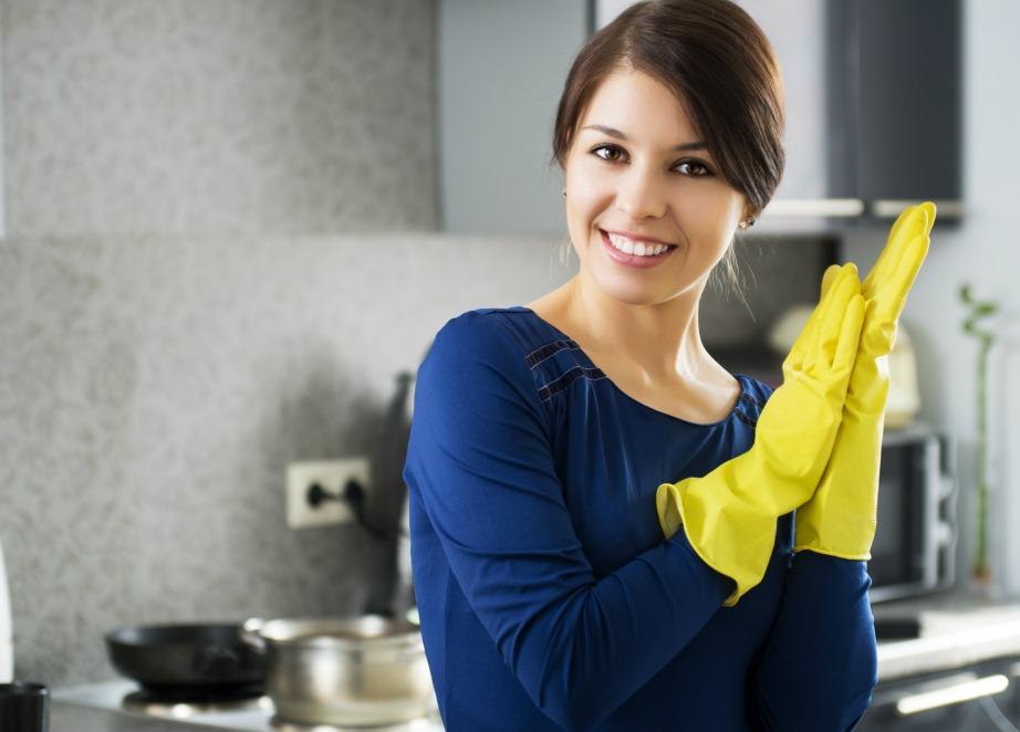 Χρησιμοποιήστε πλαστικά γάντια για να γυρίσετε τς σελίδες ενός βιβλίου, για να μην σας γλιστράει το σφουγγάρι όταν κάνετε μπάνιο ή για να κάνετε μια ενυδατική μάσκα για τα χέρια σας.