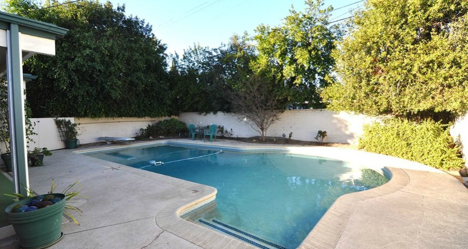 Η πισίνα με τη σωστή διακόσμηση θα μπορούσε να μεταμορφωθεί σε έναν πολύ ωραίο χώρο.