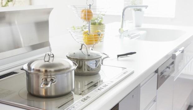Πώς να Απομακρύνετε τους Λεκέδες από τα Μάτια της Κουζίνας!