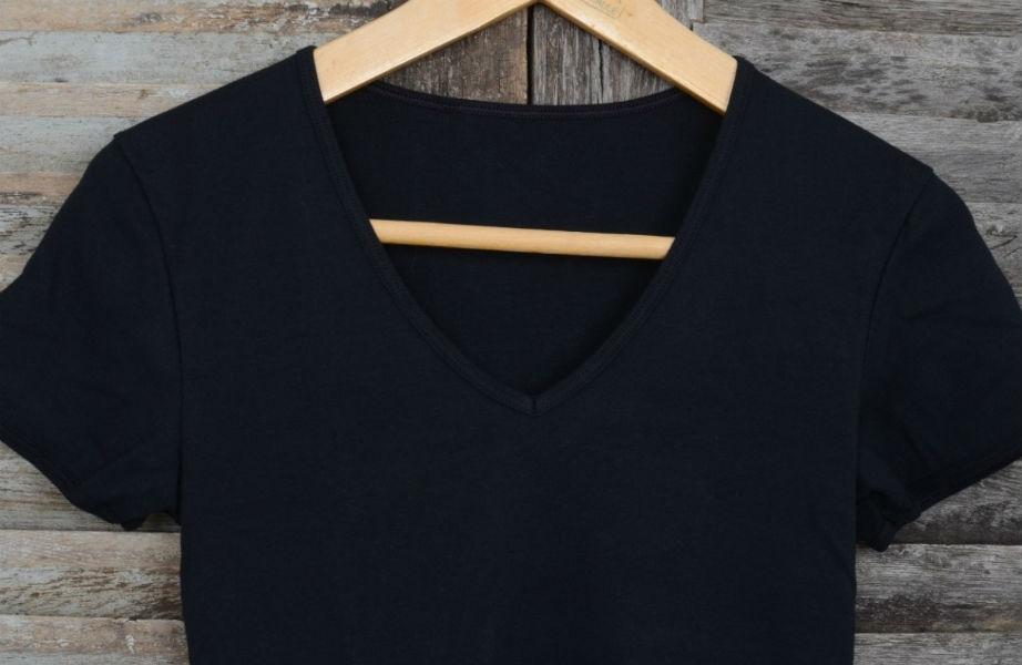 Το σωτήριο μαύρο μπλουζάκι!