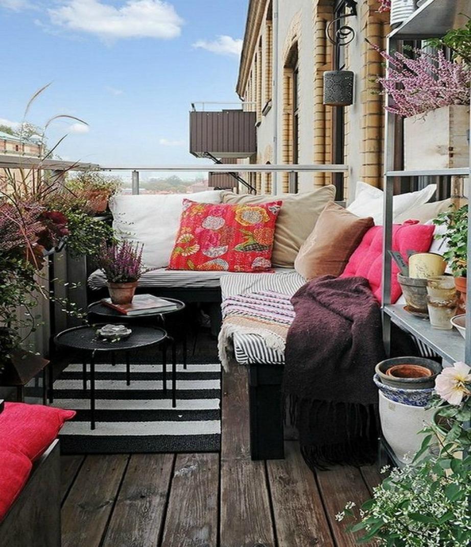 Φτιάξτε καθιστικό στη βεράντα σας.