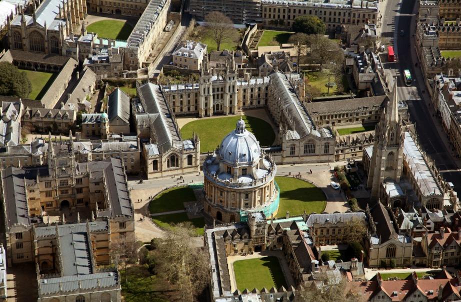 Μια φωτογραφία της πόλης Oxford στάλθηκε στο διάστημα για να δούνε οι εξωγήινοι την αρχιτεκτονική μας.