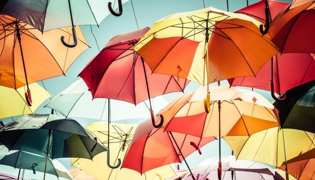 8 Απίστευτα Πράγματα που Μπορείτε να κάνετε με μια Ομπρέλα!