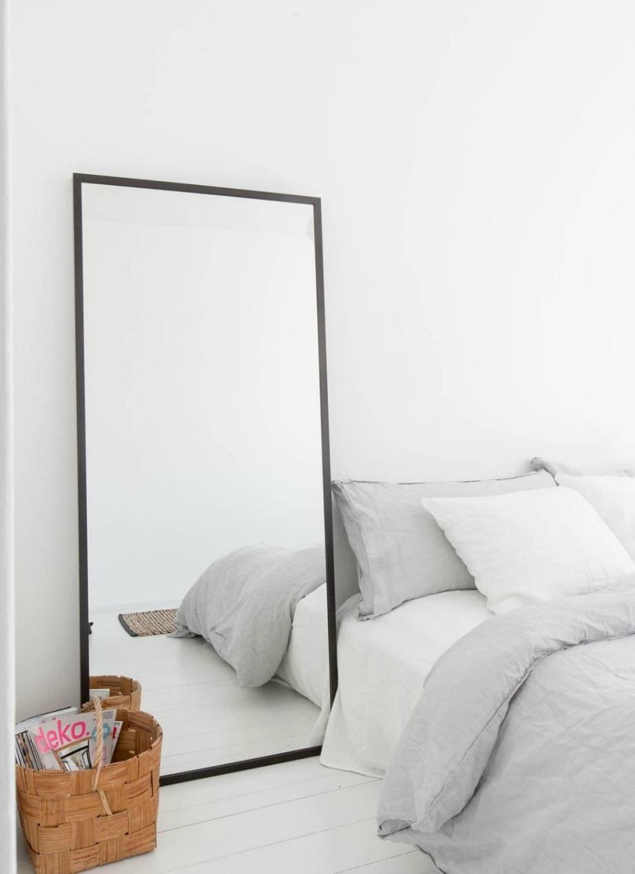 Ένας καθρέφτης θα σας βγάλει πάντα από τη δύσκολη θέση καθώς μεγαλώνει το χώρο και δίνει όμορφο στιλ.