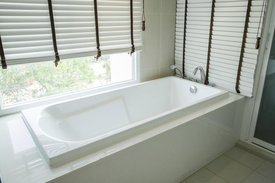 thehomeissue_mpanio02 Τα μπάνια που διαθέτουν μεγάλες μπανιέρες είναι πάντα πιο ελκυστικά.