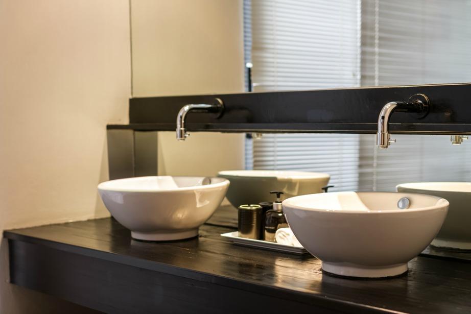 Ο διπλός νιπτήρας είναι πολύ πιο χρηστικός και αναβαθμίζει το μπάνιο σας κατά πολύ.