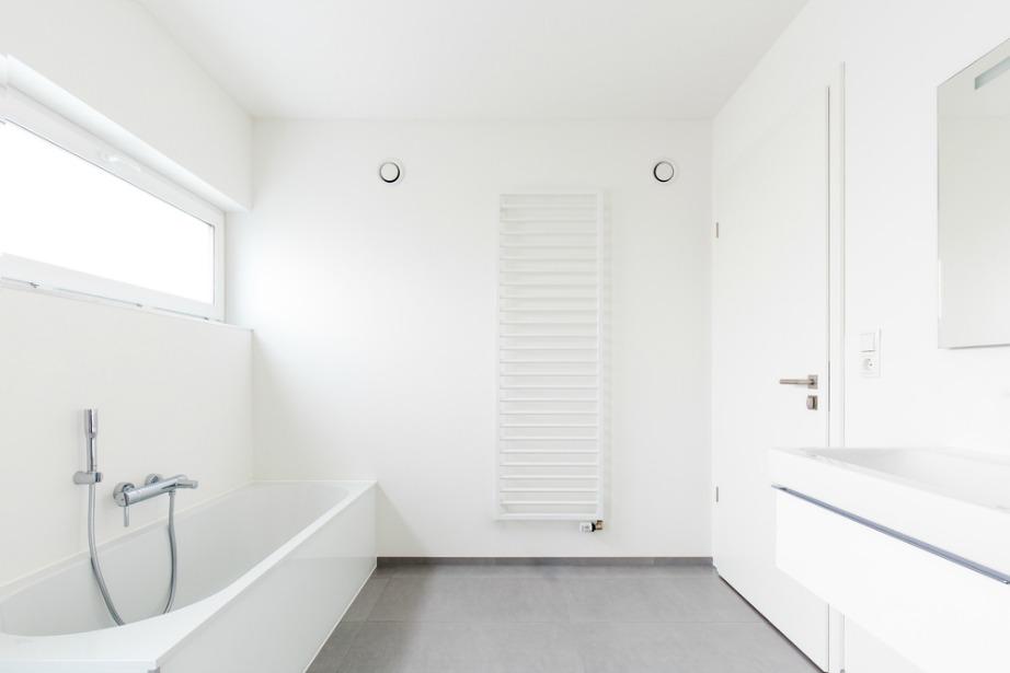 Η επένδυση του νιπτήρα με ξύλο δίνει τόνο ζεστασιάς στο μπάνιο σας.