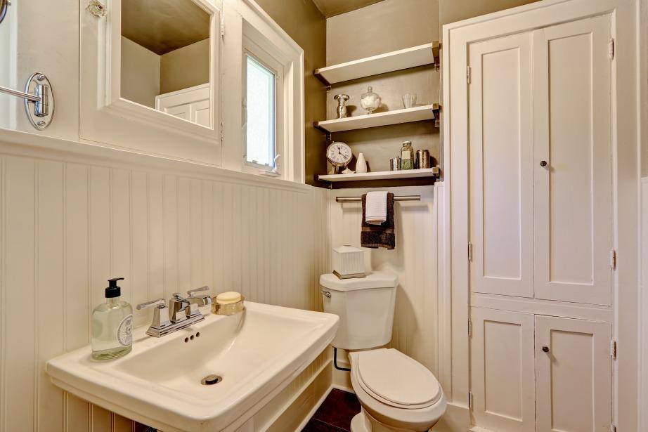 Στο πλάι ήσ το πάνω μέρος της πόρτας υπάρχει αρκετός ανεκμετάλλευτος χώρος και είναι ώρα να φανεί χρήσιμος.