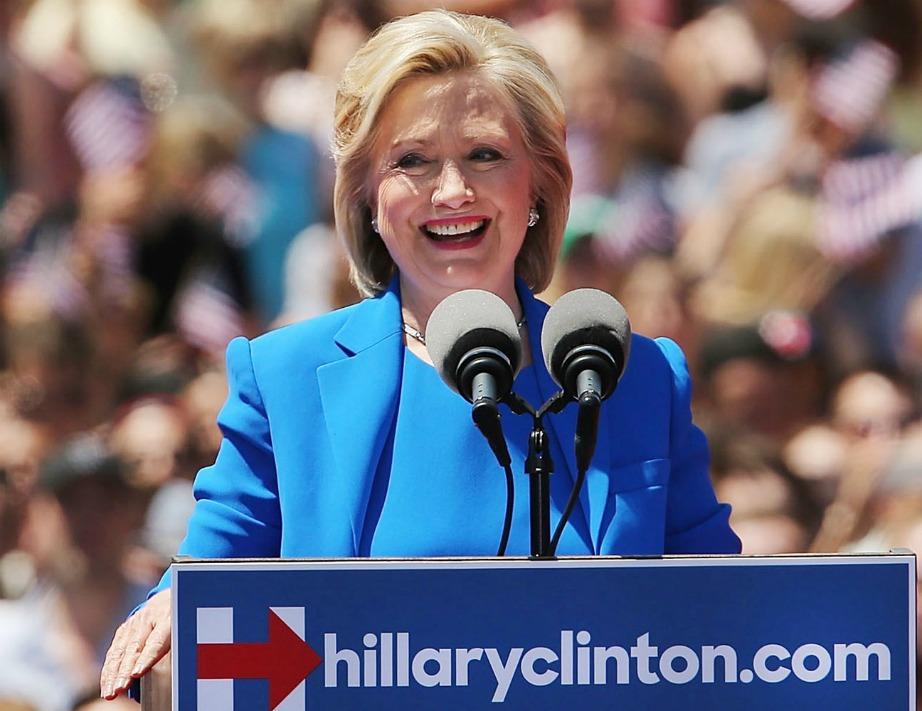Αυτή τη στιγμή η Hillary Clinton «τρέχει» την πολιτική της καμπάνια.