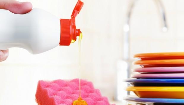 7 Ιδιοφυείς Νέες Χρήσεις του Απορρυπαντικού Πιάτων!