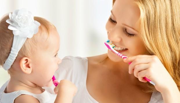 5 Tricks για Πολύ πιο Λευκά Δόντια!