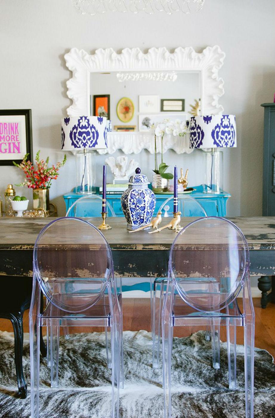 Οι καρέκλες της τραπεζαρίας αποτελούν ευγενική χορηγία καλύτερης της φίλης!