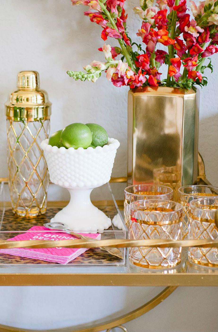 Το χρυσό έχει κεντρικό ρόλο στη διακόσμηση του σπιτιού.