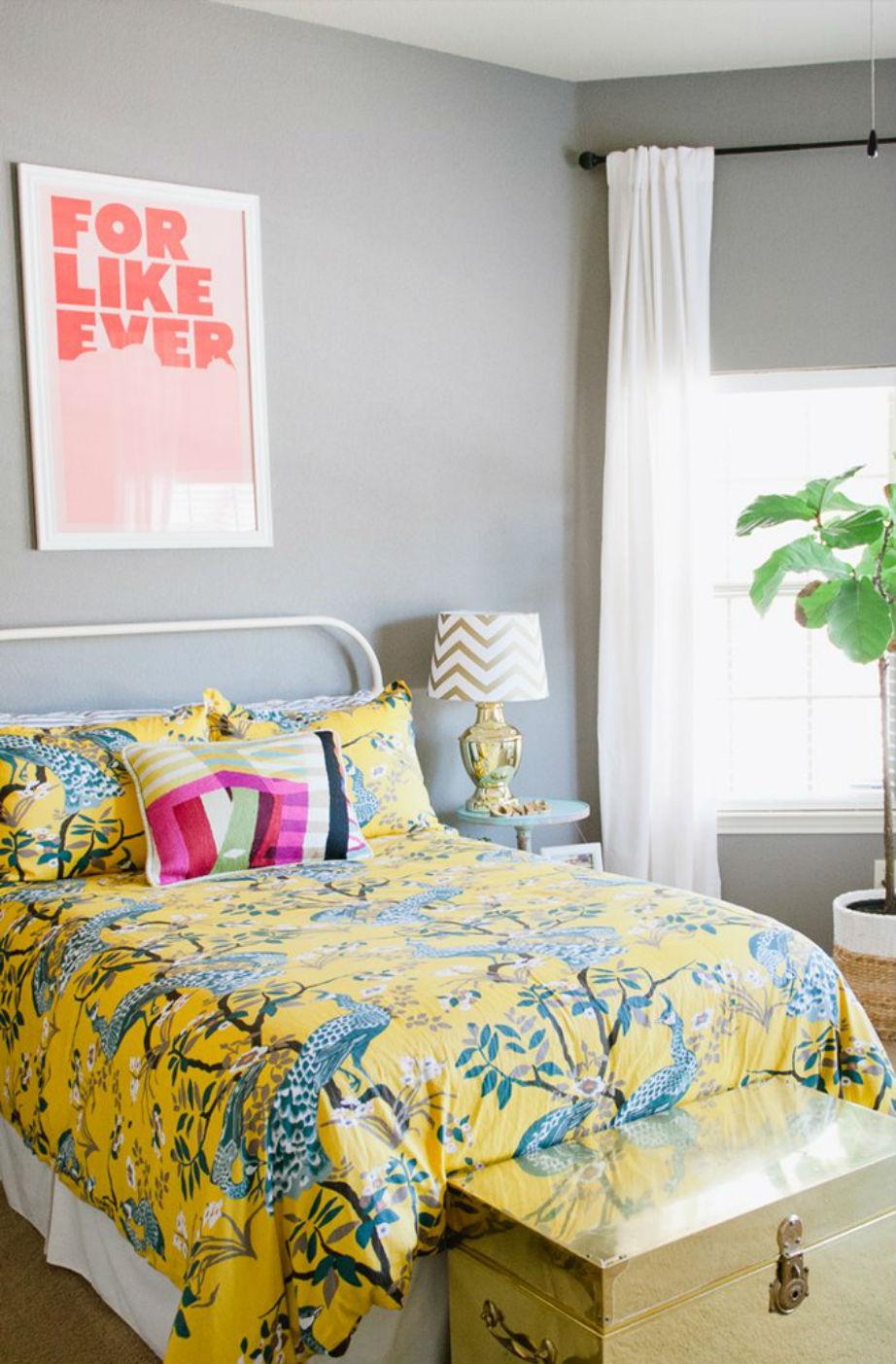 Το δεύτερο υπνοδωμάτιο του διαμερίσματος είναι πολύ χρωματιστό!
