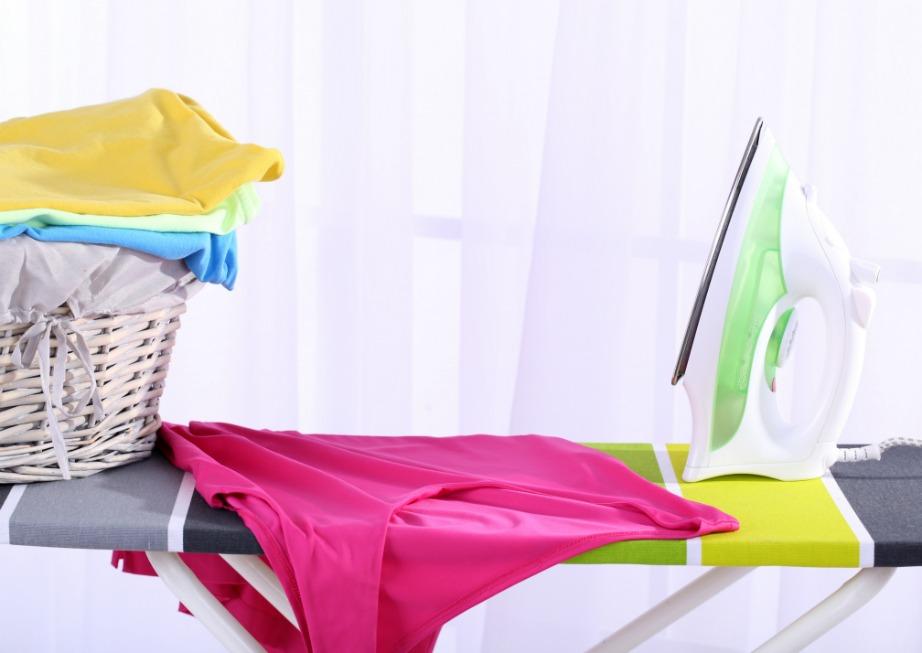 Προσοχή μην χρησιμοποιείτε μεταλλικά σύρματα στη μεταλλική πλάκα του σίδερού σας.