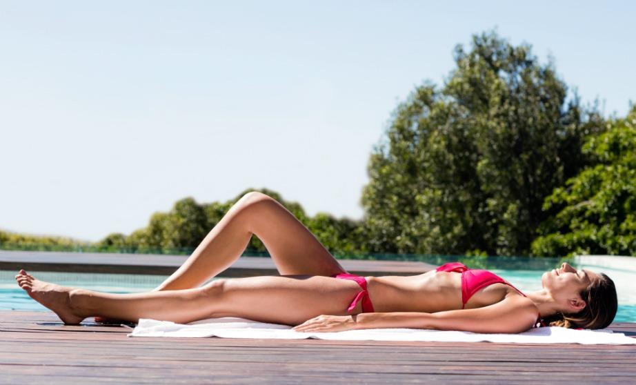 Η ενυδάτωση βοηθάει στο να μένει το μαύρισμά σας για περισσότερο διάστημα ακόμα και αν δεν σας «βλέπει» ήλιος.